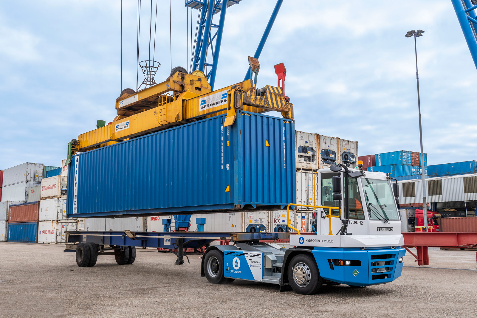 Terberg starts intensive testing of hydrogen terminal tractor in the port of Rotterdam